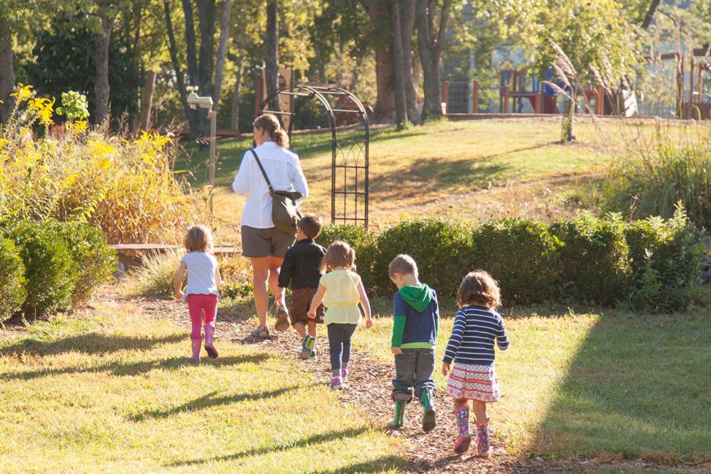 kids-walkind-outside-5619